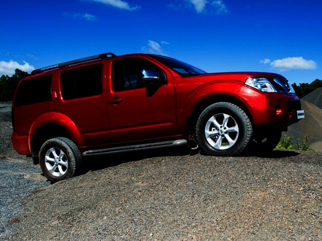 News: 2.5 dCi 4x4 SE models joins Nissan Pathfinder lineup