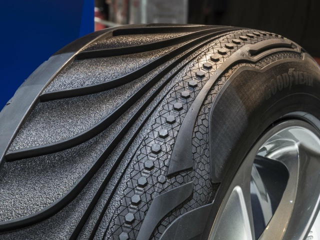 Even Tyres Get Their Time To Shine And Goodyear Showcased A Rather Intriguing New Triple Concept The Tyre Was Designed By S Luxembourg Based